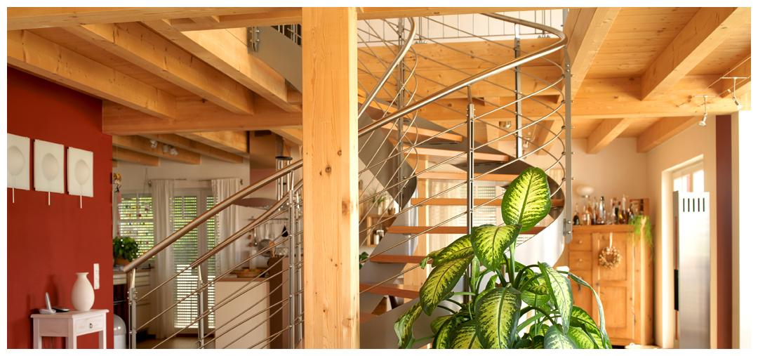 Moser Holzbau Rahmenhaus Innenraum Treppe