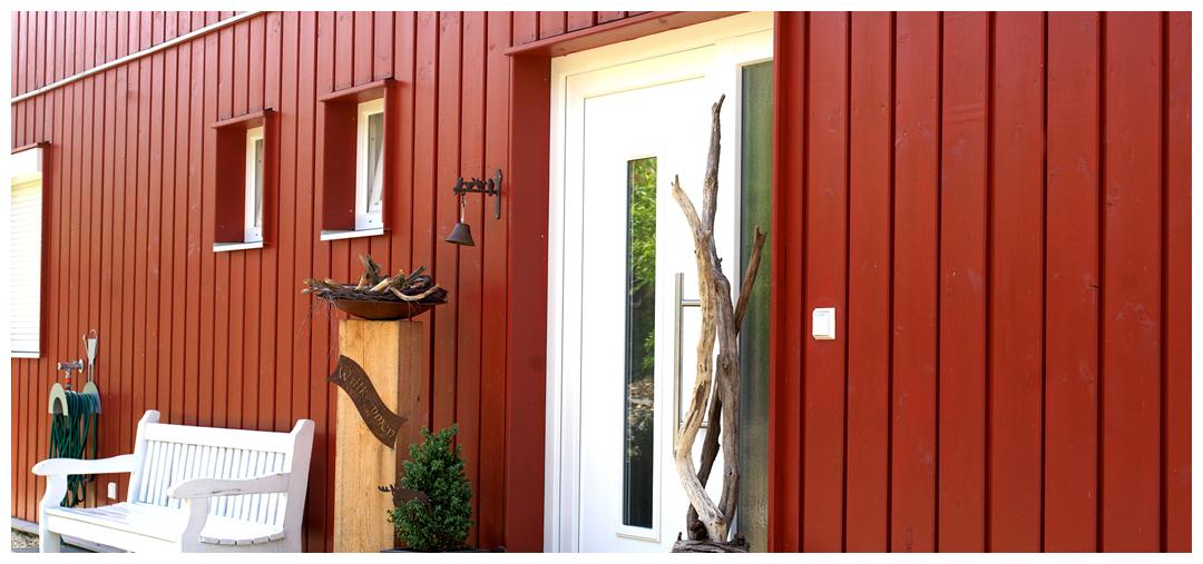 Moser Holzbau Rahmenhaus Haus Fassade skandinavisch rot | Außenansicht