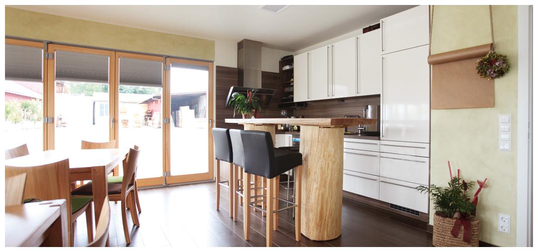 Rahmenhaus Innenraum der Küche von Moser Holzbau