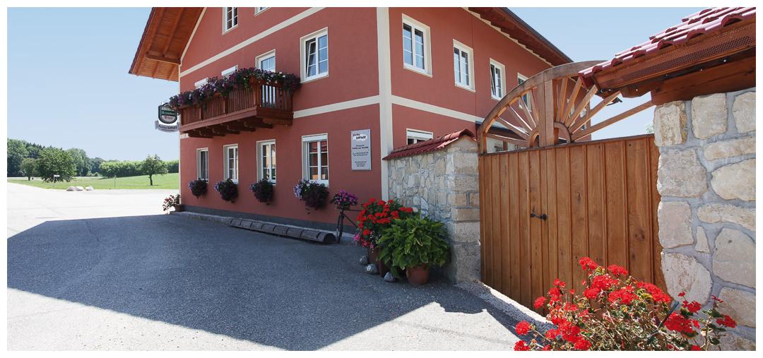 Sanierung und Umbau der Fassade und dem Holztor von Moser Holzbau