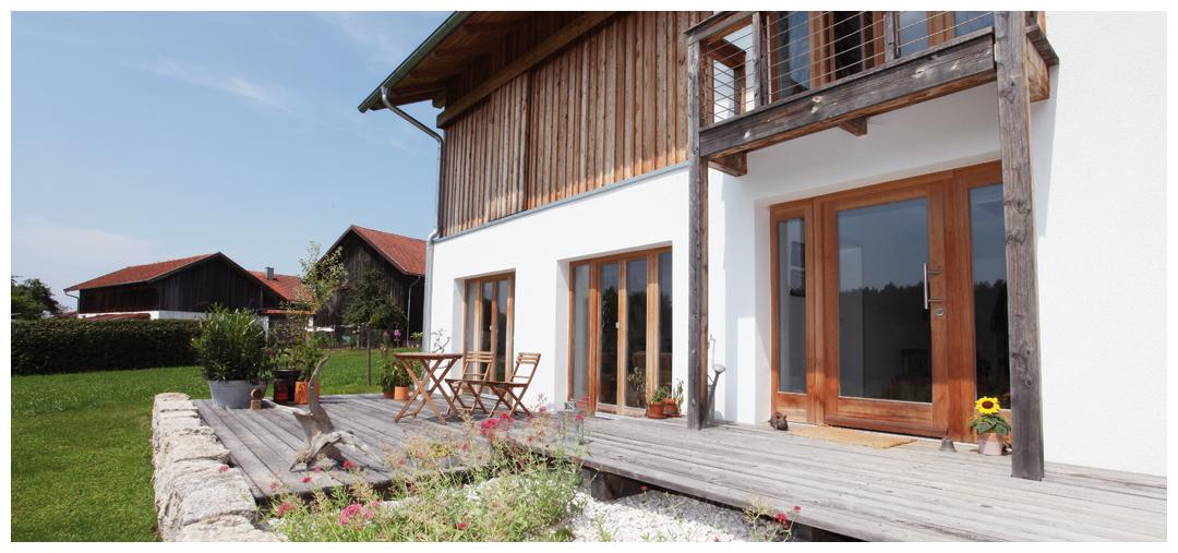 Blockhaus Terassen- und Fassadensanierung und Umbau von Moser Holzbau