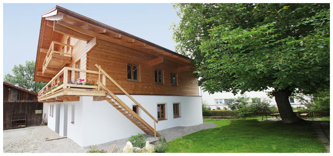 Moser Holzbau Blockhaus von außen | seitliche Ansicht