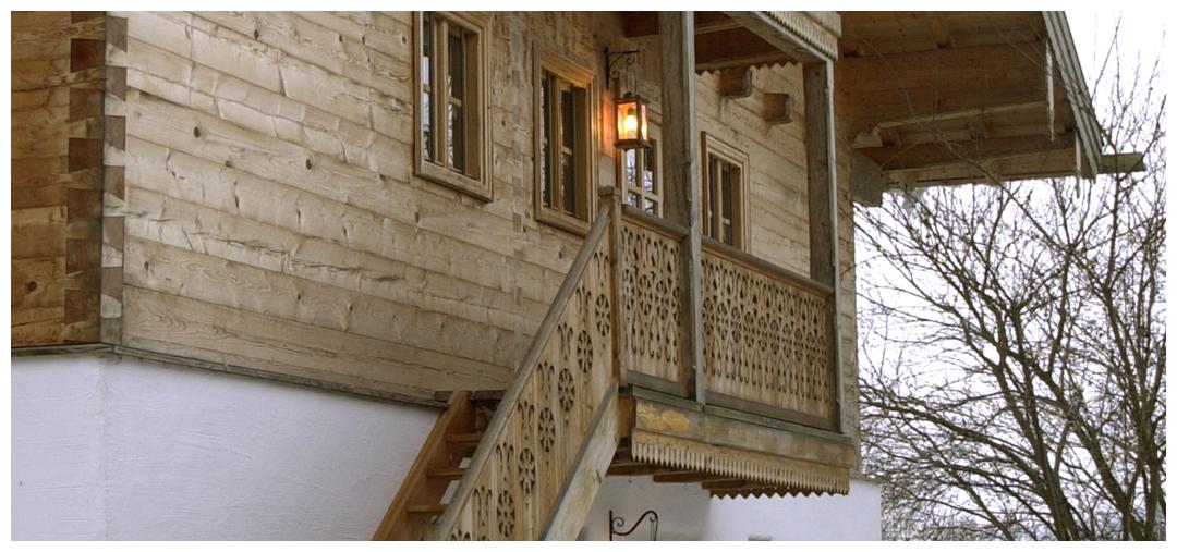 Moser Holzbau Blockhaus Holztreppe | Außenansicht