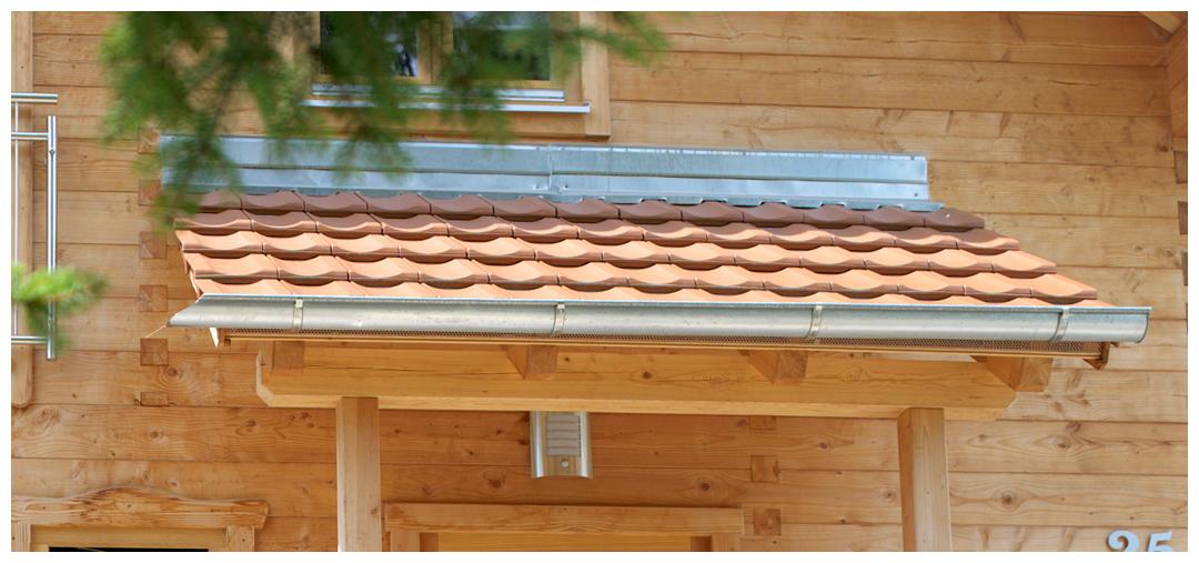 Blockhaus Dach von Moser Holzbau | Außenansicht