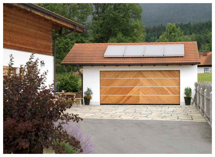 Moser Holzbau Garagentor aus Holz | Außenansicht