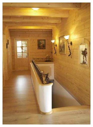 Moser Holzbau Blockhaus Holzflur