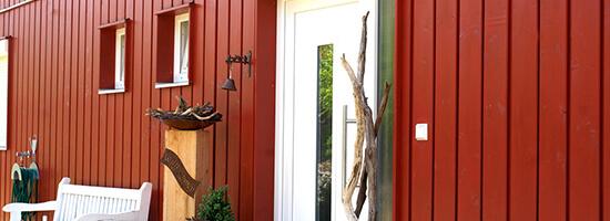 Rahmenbau in Rot von Moser Holzbau